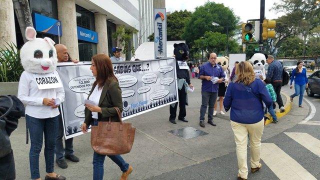 Foro Penal realiza campaña de información en las calles sobre presos políticos y represión